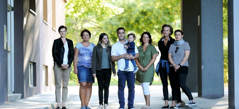 Flüchtlingsfamilie und freiwillige HelferinnenFoto: Clemens Fabry